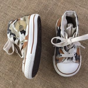 Camo toddler high top converses size 5